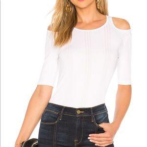Frame Open Shoulder Ribbed Short Sleeve In Blanc